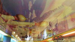 натяжной потолок с рисунком в торговом зале