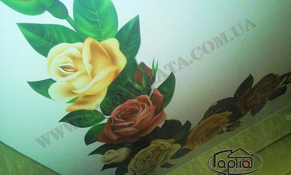 натяжні стелі з квітами