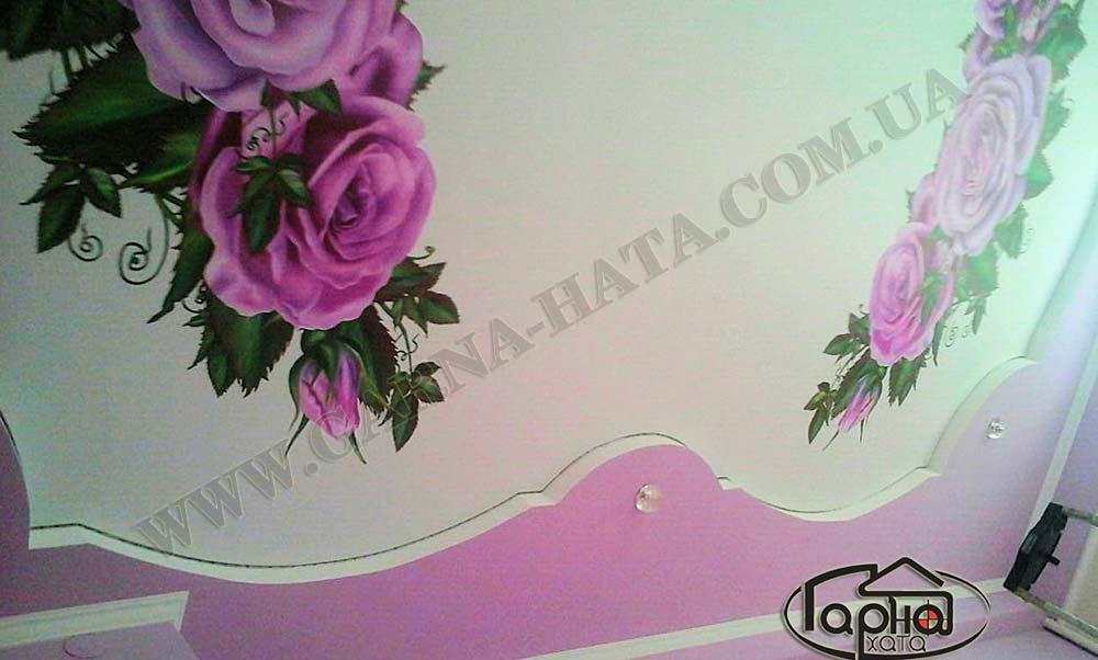 натяжные потолки с цветами