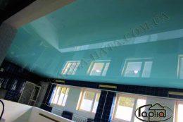 глянцевые натяжные потолки в бассейне