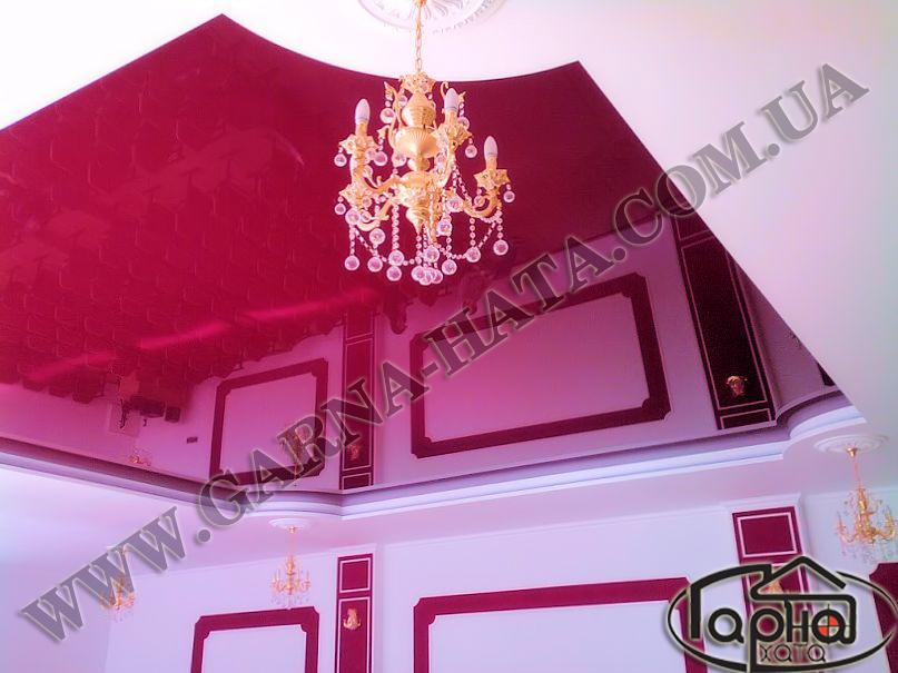 натяжні стелі бордовий колір