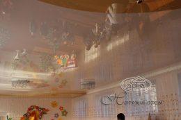 двухуровневые натяжные потолки в детском учреждении