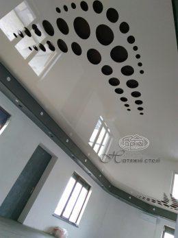 глянцевые натяжные потолки apply