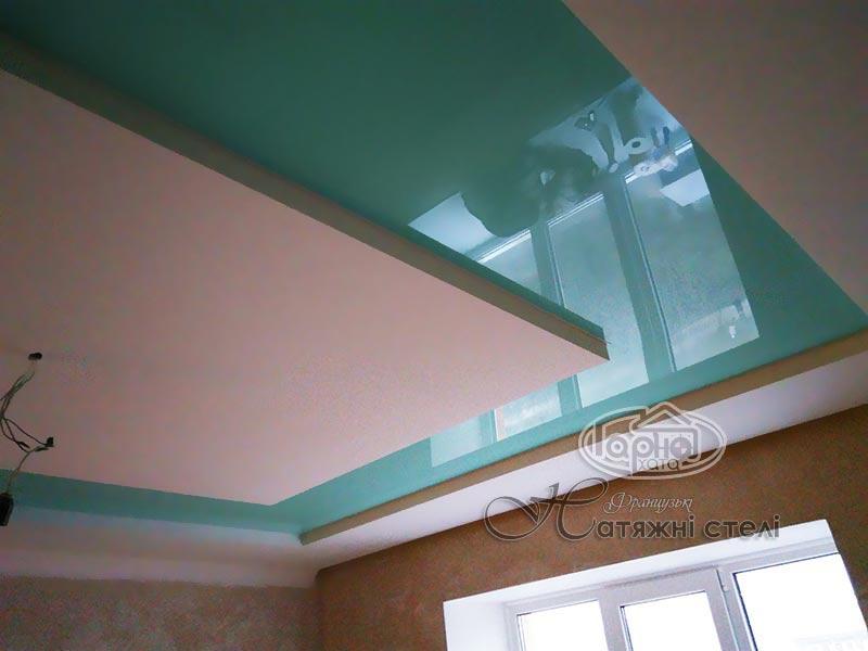 глянцеві натяжні стелі берюзового кольору
