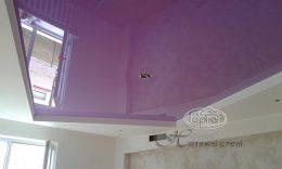 глянцеві натяжні стелі фіолетового кольору