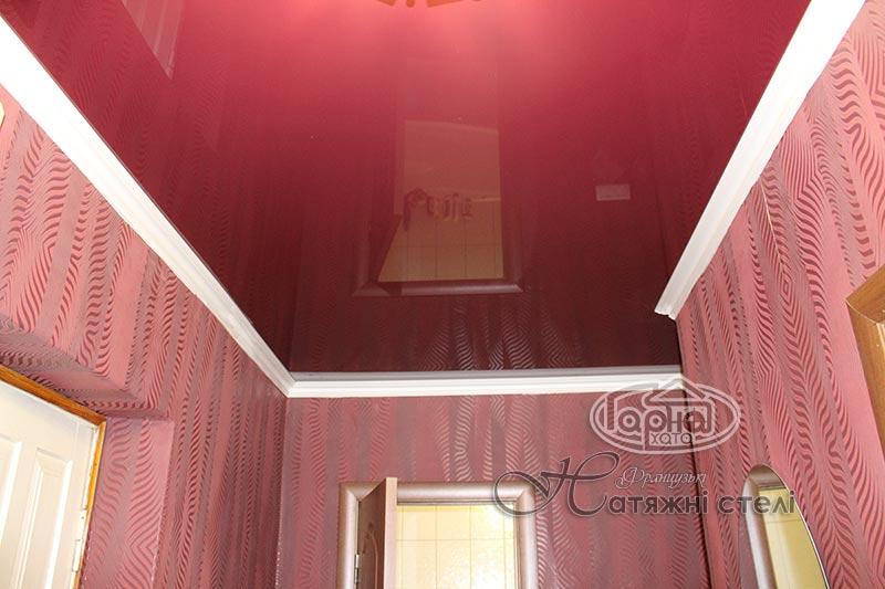 глянцеві натяжні стелі колір бордо