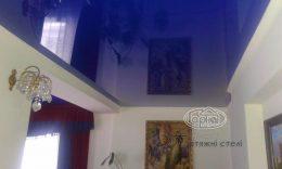 глянцеві натяжні стелі синього кольору