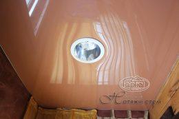 глянцеві натяжні стелі світло-коричневого кольору