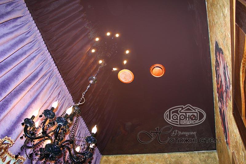 глянцеві натяжні стелі темно-коричневого кольору