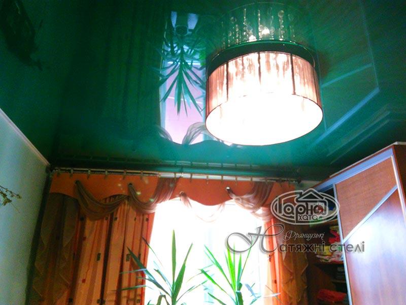 глянцеві натяжні стелі зеленого кольору
