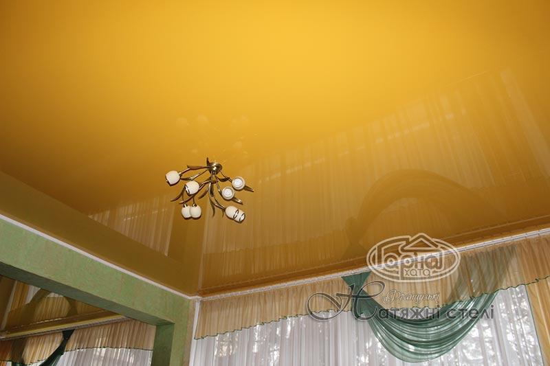 глянцеві натяжні стелі жовтого кольору