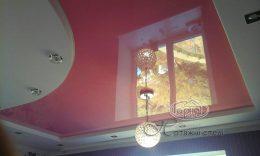 глянцеві розові натяжні стелі