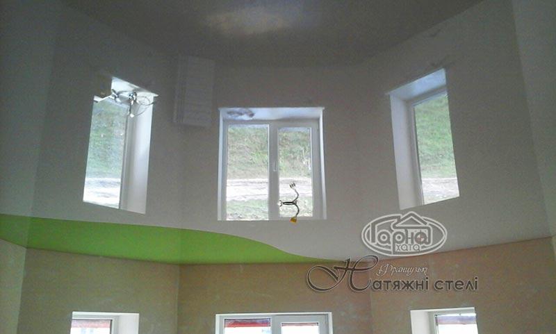 комбинированный натяжной потолок глянец