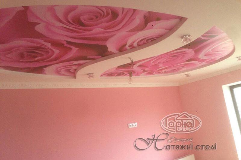 матовые натяжные потолки роза