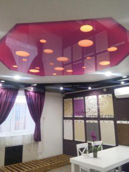 натяжной потолок с перфорацией и подсветкой