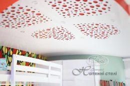 натяжні стелі в кімнаті apply