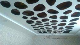резные натяжные потолки apply в квартире
