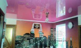 рожеві глянцеві натяжні стелі