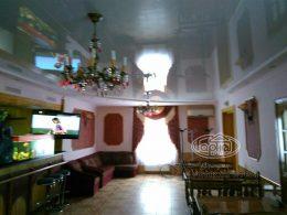 белый потолок в ресторане