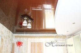двухуровневые натяжные потолки на кухне