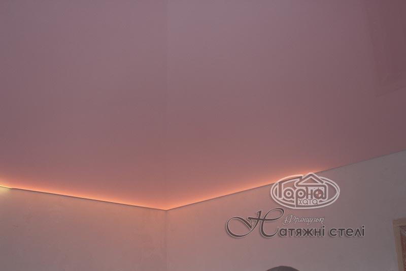 глянцевый натяжной потолок подсветка