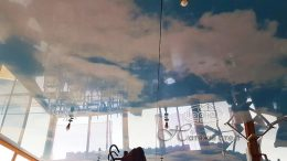голубе небо на натяжні стелі