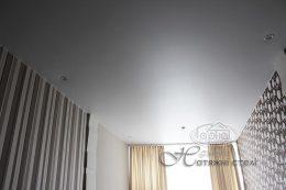 матова натяжна стеля в готелі Версаль