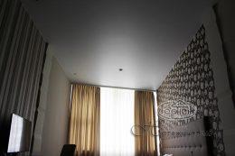 матові натяжні стелі в готелі Версаль