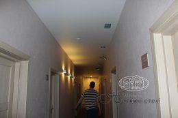 матові натяжні стелі в коридорі Версаль