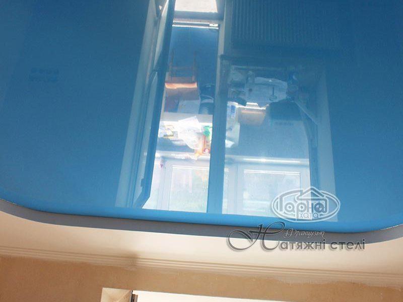 натяжной потолок синий глянец