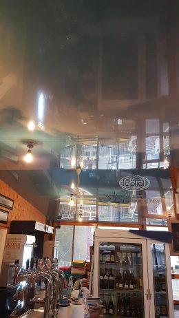 натяжна стеля в ресторані на кораблі