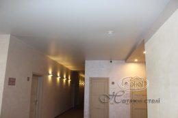 натяжні стелі в коридорі, клуб Версаль