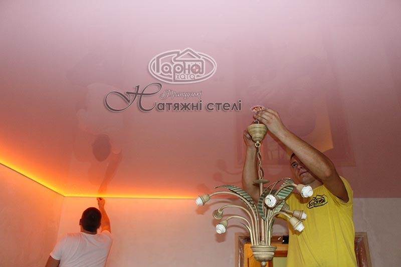 натяжные потолки с подсветкой и старпинсамы