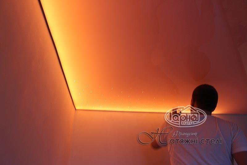 підсвітка натяжної стелі світлодіодною стрічкою