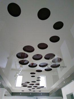 різьблені узори на стелі apply