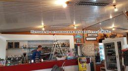 стелі в ресторані на кораблі