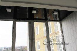 черный натяжной потолок балкон