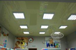 глянцевый натяжной потолок в магазине