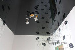 глянцевые натяжные потолки, цвет черный