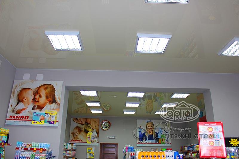 глянцевые натяжные потолки в магазине