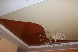 натяжной потолок в два цвета в ресторане