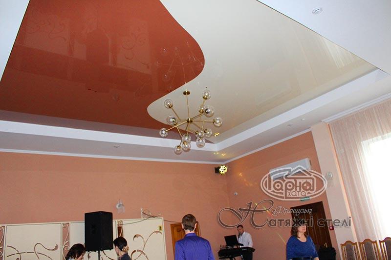 натяжные потолки в два цвета в ресторане луцк