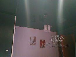 натяжные потолки в комнате глянец