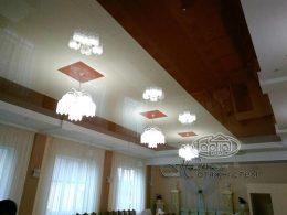 натяжные потолки в ресторане с квадратами