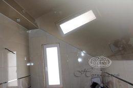 натяжні стелі в ванні