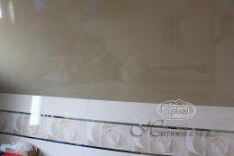 натяжні стелі в ванній кімнаті