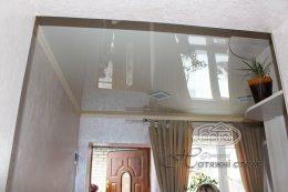 бежевые глянцевые натяжные потолки