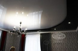 двухуровневые потолки натяжные в зале