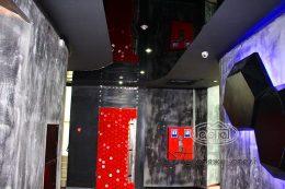 глянцевый натяжной потолок в клубе опера в Луцке