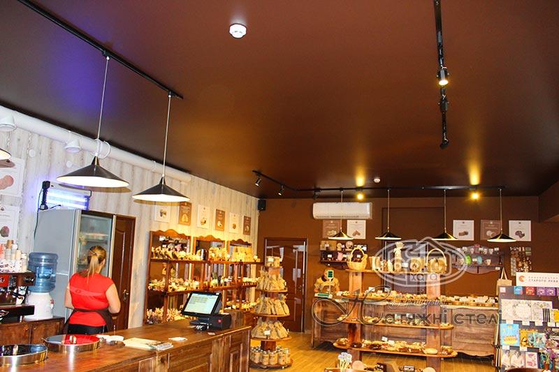 матові коричневі натяжні стелі в шоколадниці
